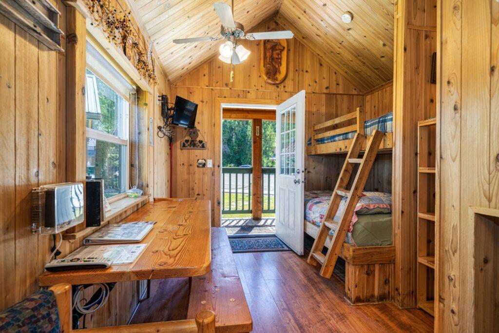 Bedroom_Dining Room (2500)