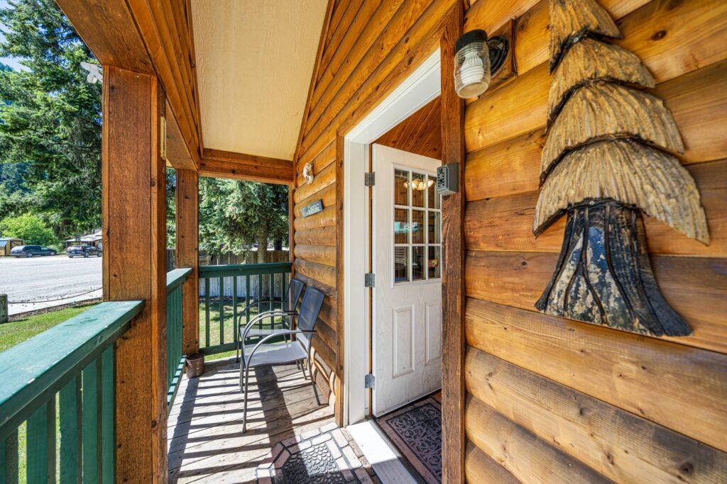 Front Porch Entrance (2500)